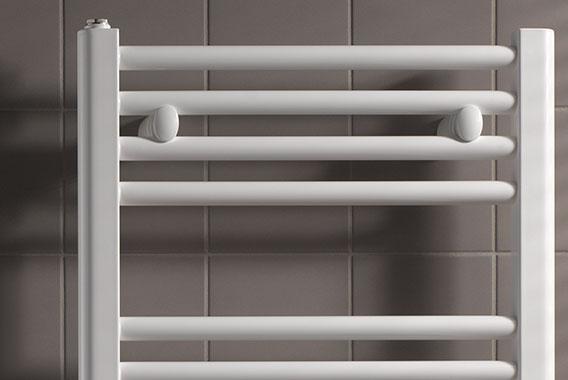 Radiateurs salle de bain - Installer un radiateur seche serviette eau chaude ...